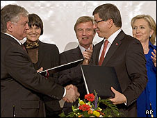 Armenian foreign minister Edward Nalbandian (front L) shakes hands with Turkish foreign minister Ahmet Davutoglu