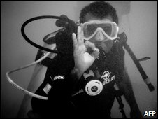 President Mohamed Nasheed gestures during the dive