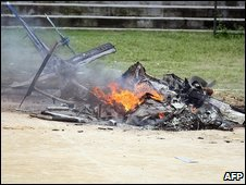 The remains of a police helicopter that was downed in Rio de Janeiro, 17 October 2009