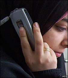 An Egyptian woman speaks on the phone, May 2007 (file picture)