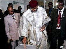 President Mamadou Tandja voting in Niamey, 20/10
