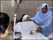 A mother with her daughter who was injured in the bombing at Islamabad's Islamic University
