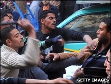 Plain-clothed police (l) clash with protestors in Cairo, 01/09