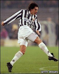 Paulo Sousa playing for Juventus in 1995
