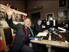Anders Wejryd, left, Archbishop of the Lutheran Church of Sweden, gestures during a press conference in Uppsala, Sweden, following the authorization to celebrate gay marriages in Swedish churches (22 Oct 2009)
