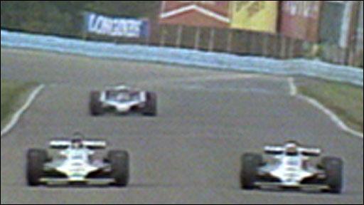Alan Jones overtakes Carlos Reutemann