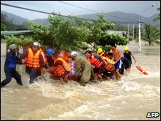 Rescue work in Binh Dinh on 3 November 2009