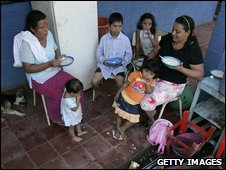 Families flooded out in El Salvador
