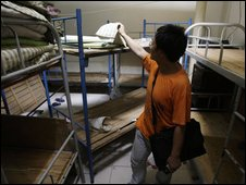 Human rights researcher examines room in Beijing allegedly used as black jail - 4 August 2009