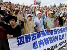 Residents protest against US bases in Okinawa on 8 November 2009