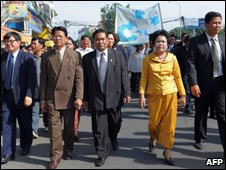 Opposition MPs march in Phnom Penh in support of Sam Rainsy 16 Nov 09