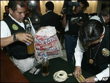 Police display what they say are bottles of human fat in Lima (19 November 2009)