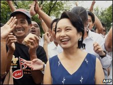 Philippine President Gloria Arroyo with supporters at the presidential Malacanang Palace in Manila - 27 November 2009