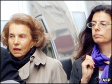Liliane Bettencourt, left and Francoise Bettencourt-Meyers, file pic from 2007