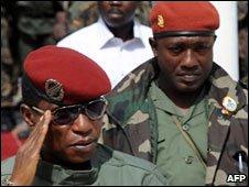 """Capt Moussa Dadis Camara (l) and his alleged assailant Aboubacar """"Toumba"""" Diakite (r)"""