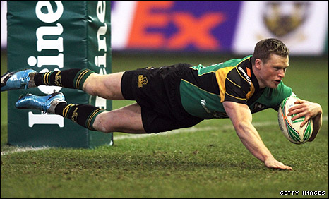 Chris Ashton dives over for his first try