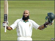 Hashim Amla celebrates his seventh Test hundred