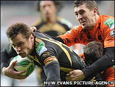 Tommy Bowe makes his mark with this try against Viadana