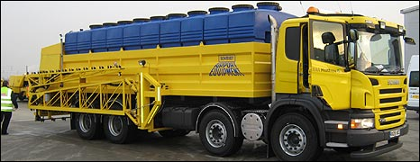 Deicing lorry