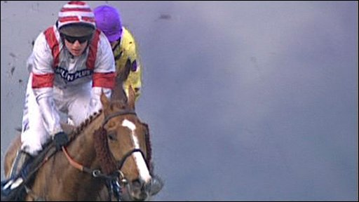 Dream Alliance wins Welsh Grand National