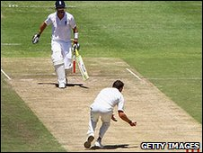 Dale Steyn catches Kevin Pietersen off his own bowling