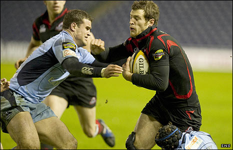 Edinburgh star Tim Visser tries to launch an attack depite the efforts of Richard Mustoe (left) and Leigh Halfpenny