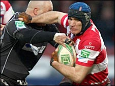 Gloucester flanker Alasdair Strokosch takes on the Biarritz defence