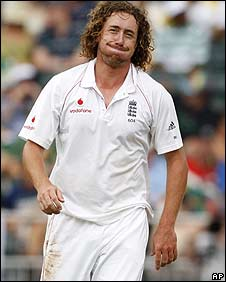 Ryan Sidebottom in action during the Johannesburg Test