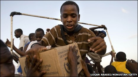 People collecting food at a UN distribution point in Haiti