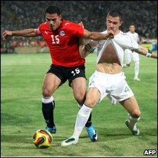 Egypt's Amr Zaki (L) challenges Algeria's Antar Yahi