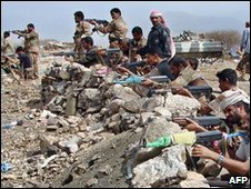 Yemen troops and tribal fighters in Saada province (file photo)
