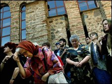 : Kosovo Serbs gather in the enclave of Gracanica for a religious ceremony 28 June 2007 to celebrate a historic medieval battle in the town of Gazimestan, near the provincial capital Pristina