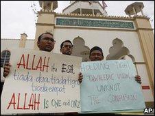 Muslim protesters in Kuala Lumpur, Malaysia (Jan 2010)