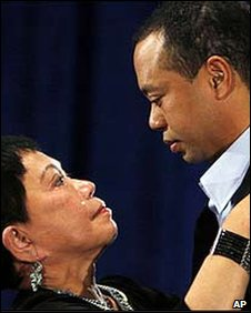 Tigers Woods embraces his mother after his emotional speech