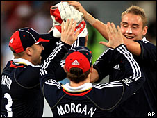 England celebrate a Stuart Broad wicket