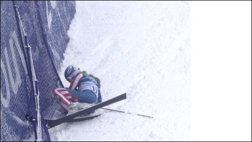 Linsey Vonn crashes out of the giant slalom