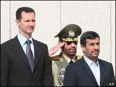 Syrian President Bashar al-Asad (l) and Iranian President Mahmoud Ahmadinejad (r)