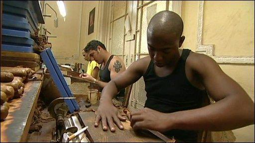 Cigar rolling in Cuba