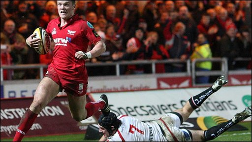 The outstanding Tavis Knoyle crosses for the Scarlets' second try as they race to a 15-3 half-time lead
