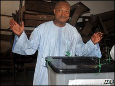 Jean-Pierre Fabre casts his ballot in Lome, 4 March