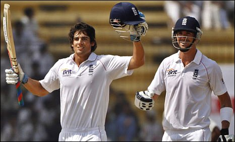 Alastair Cook and Kevin Pietersen celebrate