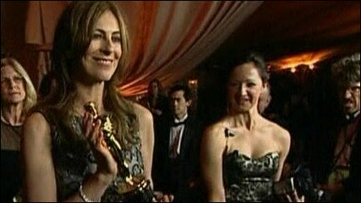 Katherine Bigelow holding an Oscar