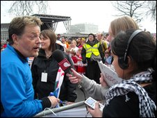Eddie Izzard and School  Reporters