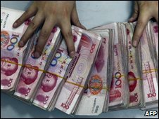 Bank worker handles Chinese yuan bank notes (file image)