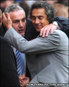 Dave Jones and Paulo Sousa embrace