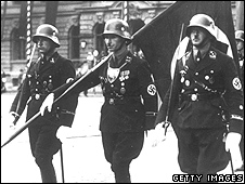 Nazi SS troops on parade (file pic)