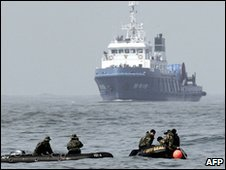 South Korean rescue team in the Yellow Sea (2 April 2010)