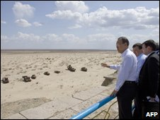 Ban Ki-moon visist the Aral sea on 4 April 2010 (Image: United Nations Photos)