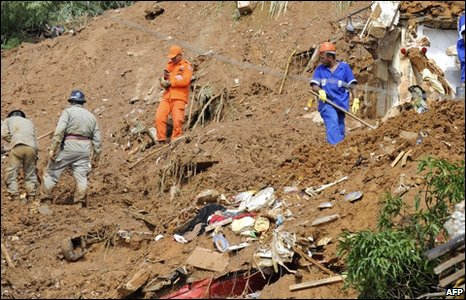 Rescuers dig through the mud at the Morro dos Prazeres shanty town