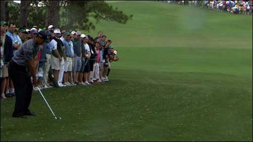 Tiger Woods' amazing draw shot on 9th hole